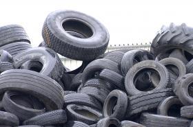 Skládka pneumatik v areálu firmy Hargo