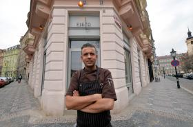 Field Restaurant a jeho majitel a šéfkuchař Radek Kašpárek