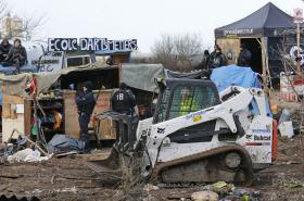 Poslední den likvidace jižní části uprchlického tábora u Calais