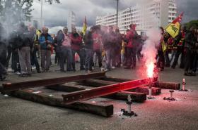 Demonstrace francouzských zaměstnanců v železniční dopravě