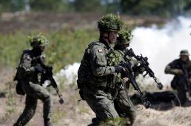 Cvičení jednotek NATO v Pobaltí