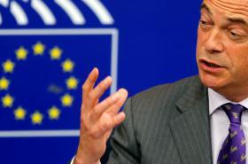 Nigel Farage při projevu v Evropském parlamentu
