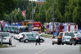 Okolí nákupního centra Olympia těsně po útoku