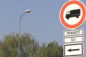 Zákaz vjezdu kamionů v Rajhradu