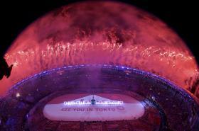 Olympijskou štafetu přebírá od Ria Tokio
