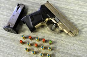 Zbraň a náboje
