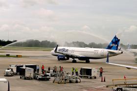 Společnost JetBlue vypravila jako první let z Miami do Santa Clary