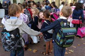 Děti před školou ve Vincennes nedaleko Paříže