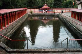 Koupání je v Jurkovičových říčních lázních už léta zakázané