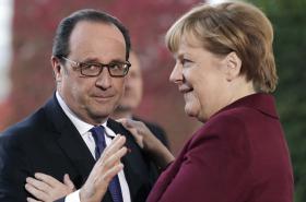 Francois Hollande a Angela Merkelová na schůzce v Berlíně