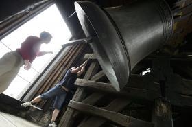 Zatímco zvoníků ubývá, počet strojků se spínacími hodinami roste