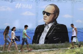Graffiti s ruským prezidentem Putinem v krymském Simferopolu