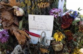Květiny pro německou studentku zavražděnou ve Freiburgu