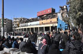 Syřané evakuovaní z východní části Aleppa