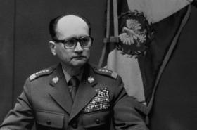 Wojciech Jaruzelski oznamuje 13. 12. 1981 vyhlášení vyjímečného stavu