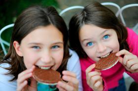 Sladkosti si děti ve školách v příštím roce už nekoupí