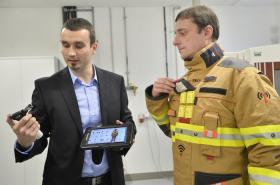 Speciální chytré zásahové obleky a rukavice pro hasiče