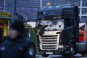 Kamion, kterým útočník najel do lidí na vánočním trhu v Berlíně