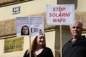 Demonstrace příznivců Vitázkové před soudem