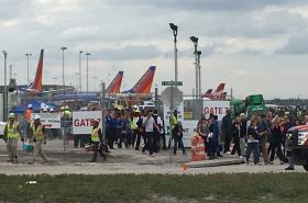 Evakuace po střelbě na letišti ve Fort Lauderdale