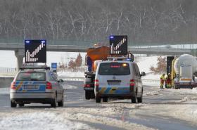 Nehoda kamionu na dálnici D8 v Ústeckém kraji ve směru na Prahu