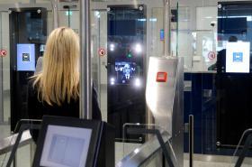 Automatické brány na letišti Václava Havla