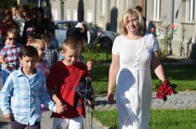 Učitelka Vanda Fabiánová při zahájení školního roku v Doloplazech