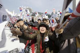 Příznivci sesazené prezidentky Pak Kun-hje protestovali v Soulu