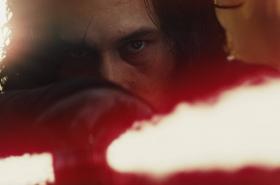 Kylo Ren (Adam Driver) ve filmu Star Wars: Poslední z Jediů