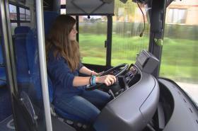 Řízením autobusu si přivydělává i 22letá Pavlína Hulíková