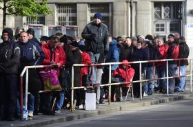Fronta kvůli dotacím na nové kotle u středočeského krajského úřadu