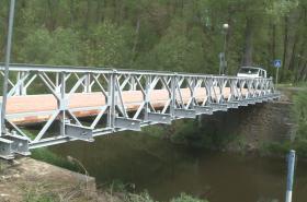 Montovaný most v třebíčské čtvrti Poušov