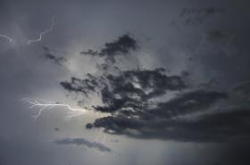 Výstraha před bouřkami trvá až do pátečního rána