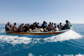 Loď s uprchlíky zachycená libyjskou pobřežní stráží