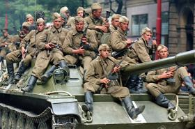 Sovětští vojáci 21. srpna 1968 v Praze