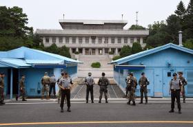 Hranice mezi Severní a Jižní Koreou v Panmundžomu