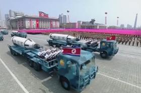 Vojenská exhibice v Pchjongjangu