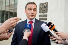 Pavel Komár odpovídá novinářům