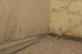 Krev na zdi ve věznici na Cejlu