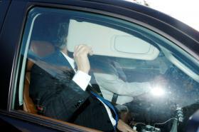 Paul Manafort odjíždí ze svého domu