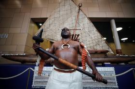 Drua jako symbol letošního klimatického summitu, který v Bonnu pořádá tichomořské Fidži