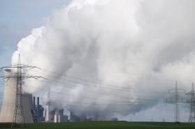 Německá uhelná elektrárna v Neurathu, na severozápad od Kolína nad Rýnem