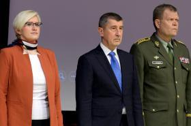 Karla Šlechtová, Andrej Babiš a Josef Bečvář na velitelském shromáždění