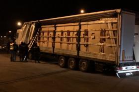 Policie zadržela dva kamiony s ukrytými cizinci