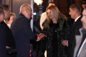 Monika Babišová s chotěm vítají prezidenta Zemana a manželku