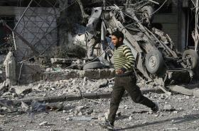 Zničené ulice města Dúma ve východní Ghútě