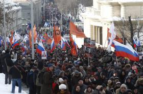 Tisíce lidí v Moskvě uctily památku zavražděného politika Němcova