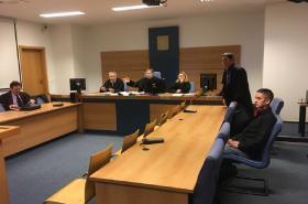 Soud začal řešit loupež v klenotnictví