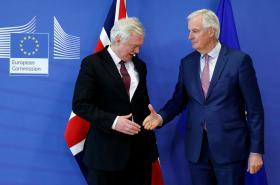 David Davis a Michel Barnier na společné tiskové koferenci