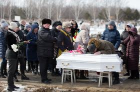 Pohřeb jedné z obětí požáru